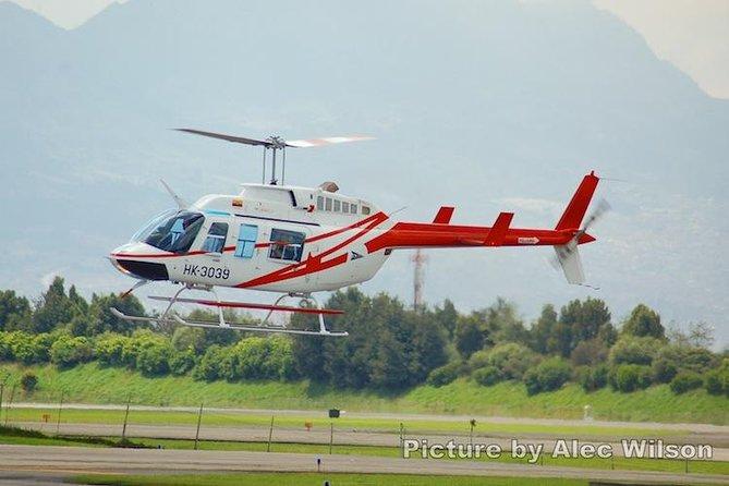 ボゴタを監視する3時間のヘリコプター飛行