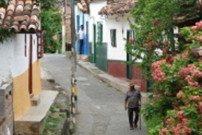 Transport Medellín to Santa Fe de Antioquia