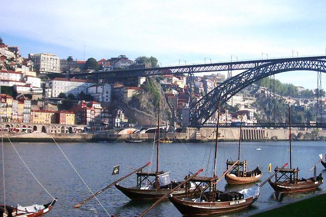 6-Day North Portugal Tour: Porto, Braga, Fátima, Coimbra, Guimaraes, Aveiro and Batalha, from Lisbon