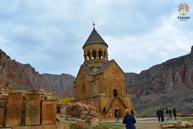 Excursión privada a: monasterios de Khor Virap y Noravank, cueva de Areni, bodega