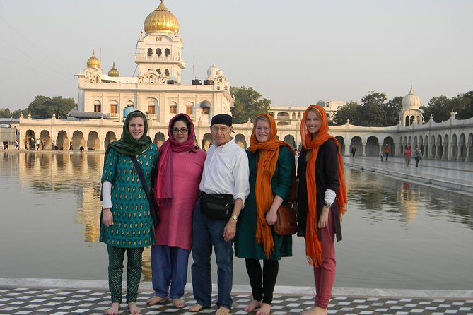 Delhi Tour : Ancient Hindu Temple & Bangla Sahib with Guide & Tuk Tuk Ride