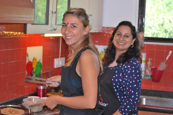 Traditional Indian Home Cooking Class and Market Tour in New Delhi