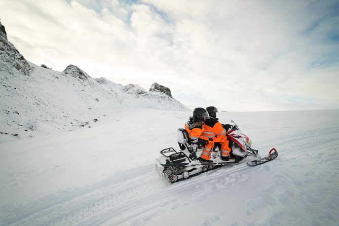 SuperSaver: Small Group Golden Circle Tour with Snowmobiling and Northern Lights Adventure from Reykjavik