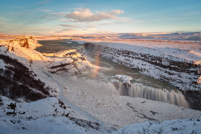 SuperSaver: Golden Circle Afternoon Tour and Northern Lights Adventure by Minibus from Reykjavik
