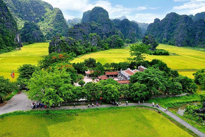 Exploring Mai Chau Pu Luong Tam Coc Ninh Binh 4 days private tour