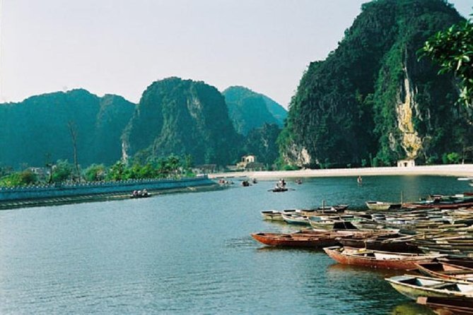 Group Tour Hoa Lu Tam Coc Ninh Binh Full Day with Bike and Boat