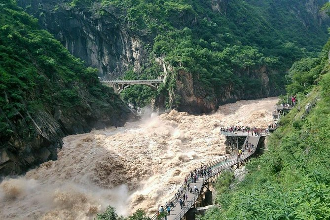 Private One Day Tour: Upper Tiger Leaping Gorge Tour with Black Dragon Pool