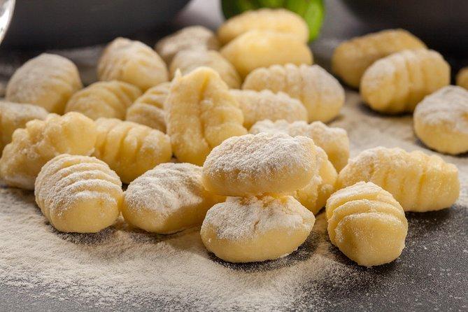 Cooking class in Roman restaurant (handmade pasta & tiramisù)