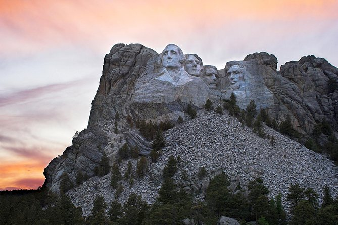 Southern Black Hills Parks & Monuments Tour - Mt Rushmore & more! (Small Group)