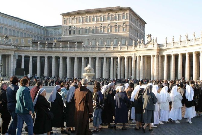St Peter Basilica Skip the Line Entry + Rome Hop-on Hop-Off Walking Tour
