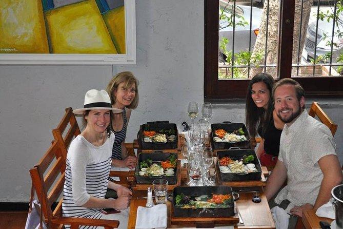 Excursão para grupo pequeno: experiência de vinhos gourmet em Punta del Este com almoço com 3 pratos