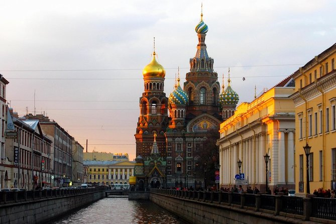 Sightseeing Tour with a tour to Peter and Paul Fortress and Spilled Blood Church