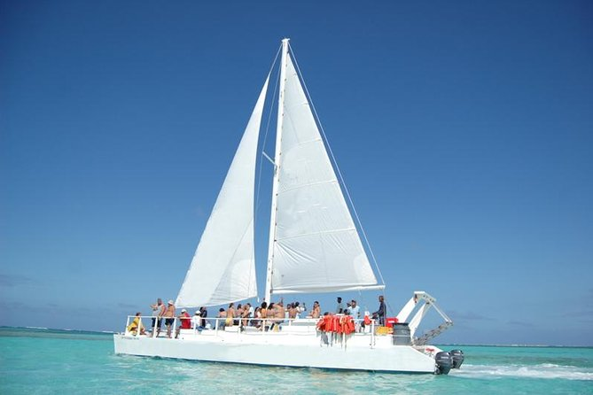 Sunny Day Private Sailing Tour with Lunch