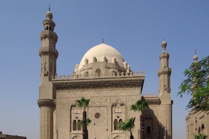 Full Day tour to Giza Pyramids and Islamic Cairo