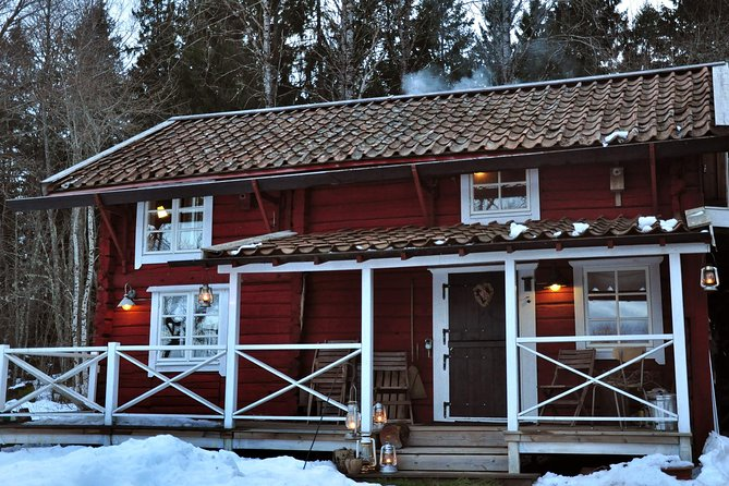 SvartadalenのロマンチックなMoonlight Hottubを持つスウェーデンのログキャビンで一晩
