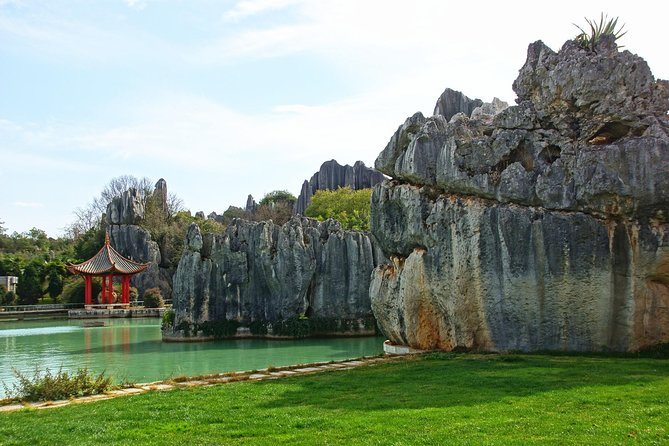 Day Tour to Kunming's Stone Forest and Jiuxiang Cave