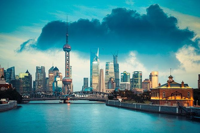Coach Day Tour: Classic and Modern Shanghai with Lunch