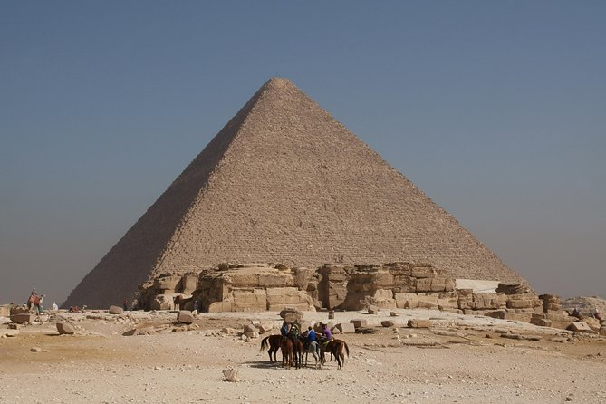Private Tour of Saqqara, Memphis, and Giza with Three Meals