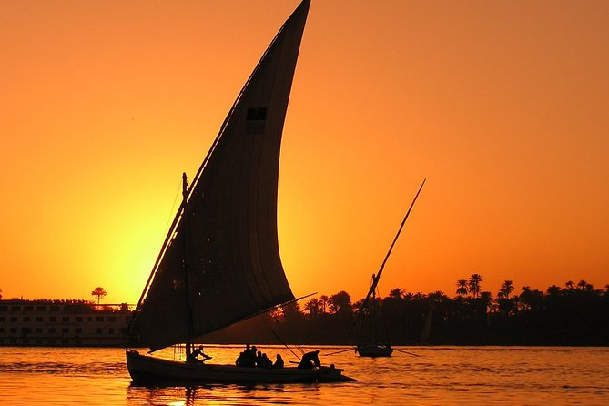 Layover Tour To Pyramids of Giza with Nile Felucca From Cairo Airport
