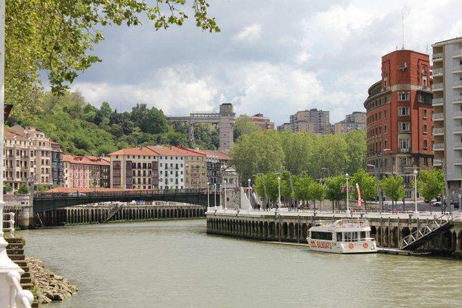 Bilbao clásico y moderno en barco