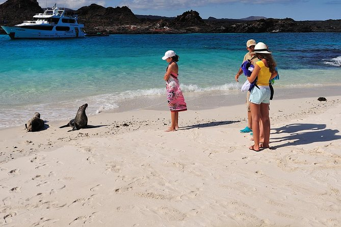 4-Day Galapagos Land Tour: San Cristobal and Santa Cruz Island