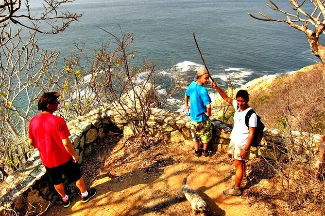 Hiking Tour on Roqueta Island in Acapulco photo 3