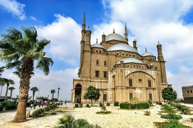 Islamic Cairo Tour: Old City Cairo and The Egyptian Museum Combined with Lunch