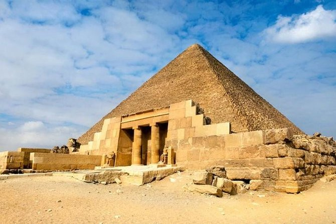 Discover Cairo in 2 Days Including Giza Pyramids, Saqqara and the Old City