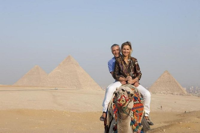 Private Tour: Giza Pyramids and Sphinx with an Egyptian Lunch