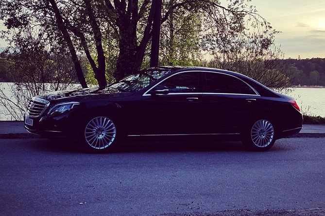 First Class Airport Limousine Transfer: Arlanda Airport to Stockholm City