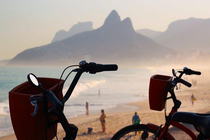 Rio de Janeiro Bike Tour Including Vermelha Beach and Arpoador