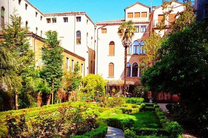 Secret gardens of Venice in the Dorsoduro district with Cichetti tasting