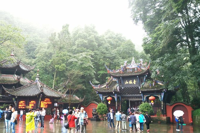 Chengdu Day Tour of Dujiangyan Irrigation System and Mount Qingcheng