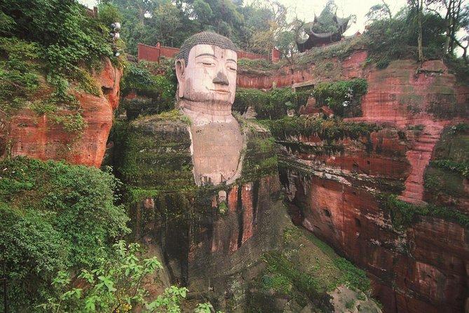 Chengdu Day Tour of Panda Base and Giant Buddha