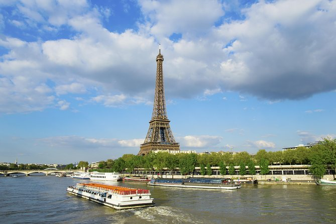 Paris Sightseeing from Disneyland with Skip-the-Line Louvre Audio Guide Tour photo 8