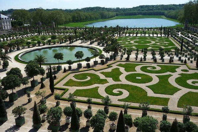Versailles and Trianon Fully Guided Day Trip from Paris