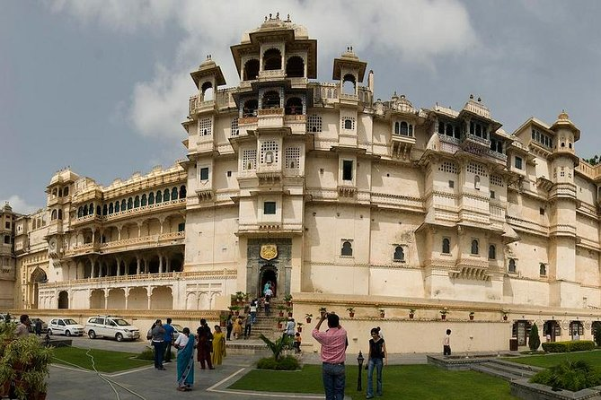 Udaipur Sightseeing Day Tour Including Aarti Ceremony