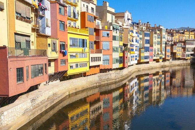 Girona and Barcelona Highlights: Guided Day Tour