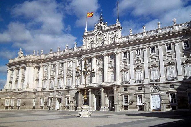 Excursão evite as filas com ingresso para entrada antecipada ao Palácio Real de Madri