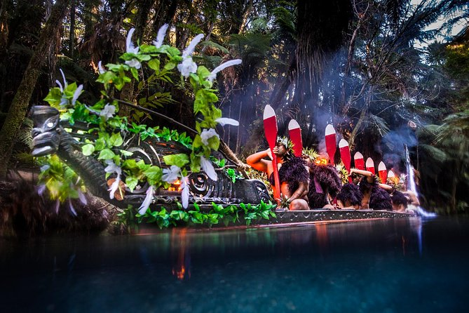 Auckland to Waitomo Caves, Hobbiton & Rotorua 2-Day Private Tour