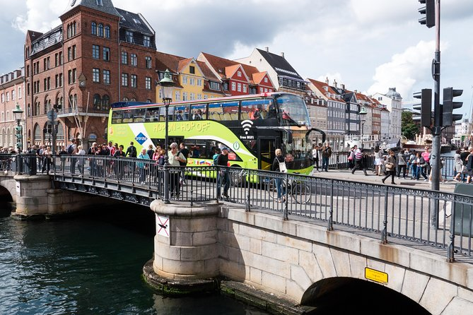 Hop On - Hop off bus in Nyhavn