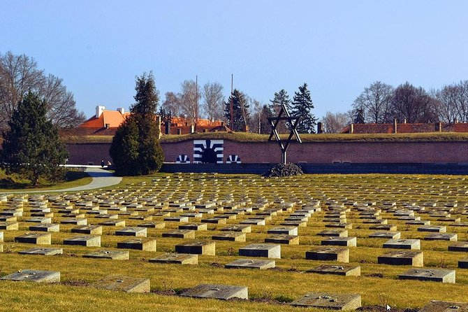 Excursão de um dia ao Campo de Concentração de Terezin saindo de Praga