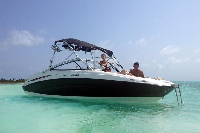 Deluxe Private Boat Charter in Cozumel Including Lunch