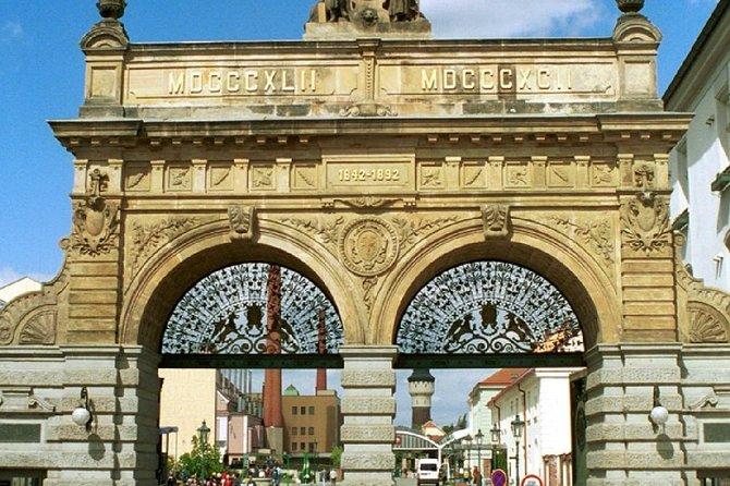 Escapada de un día a una fábrica de vidrio y de cerveza desde Praga