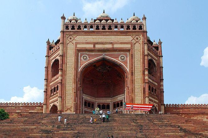 Private Transfer From Agra To Jaipur with Fatehpur Sikri and Abaneri
