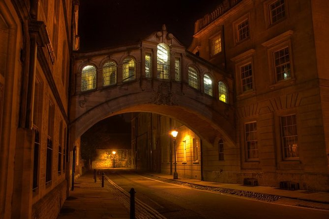 Oxford PRIVATE Pub and City Evening Walking Tour