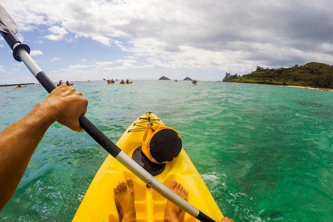 カクルアビーチのモクルア諸島へのカヤックの冒険
