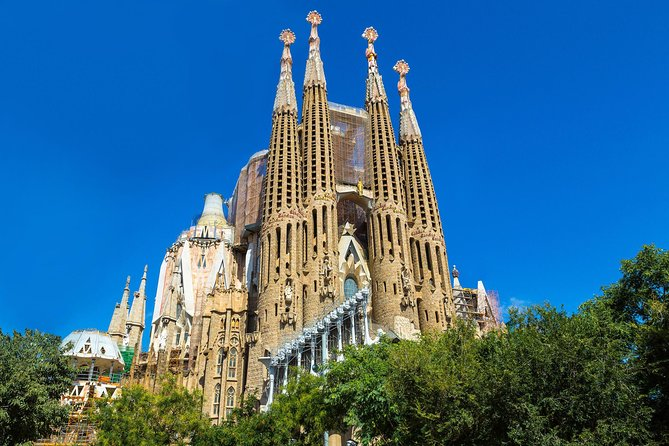 Sagrada Familia Guided Tour with Towers Access