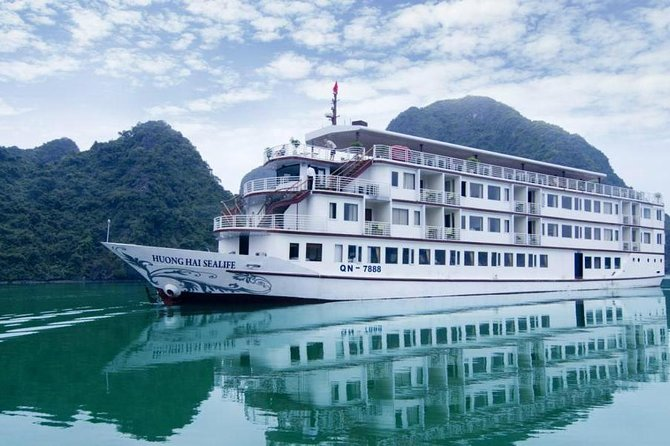 Hanoi: Halong Bay skal nyde VIP Cruise Huong Hai Sealife