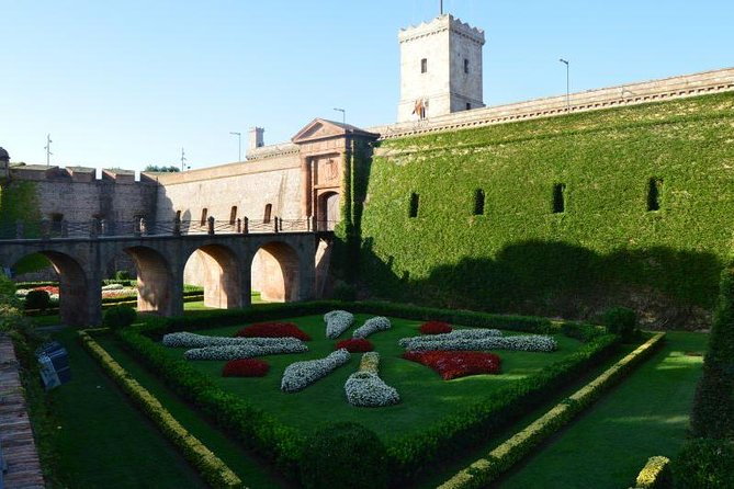 Private Full Day Barcelona City Tour and Penedés Cava Tasting With Expert Guide